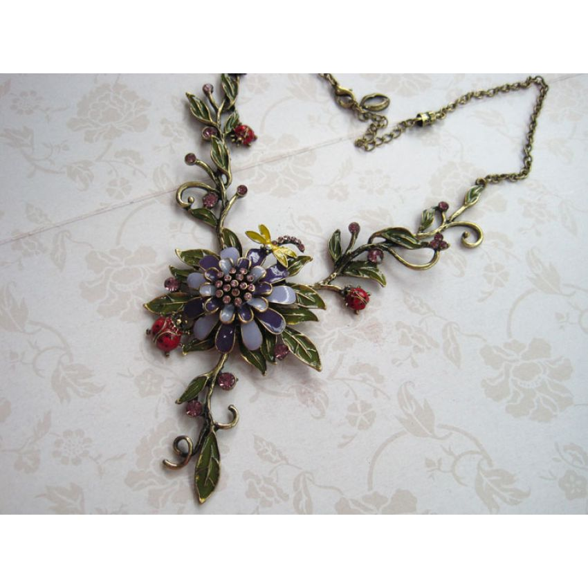 Vintage Chic Flowers Necklace large 1
