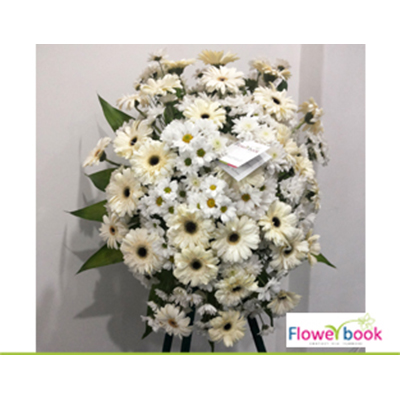White gerberas and daisy with chrysanthimum flower wreath SM008 large 1