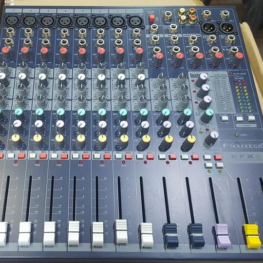 Soundcraft EFX8 - 8 Channel Mixing Console large 3