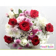 05 Red and White Roses Bunch RM017
