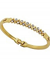 Women Gold Plated Wave Design Bangle