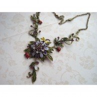 Vintage Chic Flowers Necklace